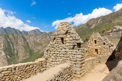 在马丘比丘的印加人墙壁,秘鲁,南美。多角形石工的例子。著名32个角度石头 库存照片