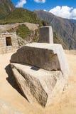 在马丘比丘的印加人墙壁,秘鲁,南美。多角形石工的例子。著名32个角度石头 图库摄影