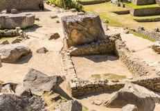 在马丘比丘的印加人墙壁,秘鲁,南美。多角形石工的例子。著名32个角度石头 库存图片