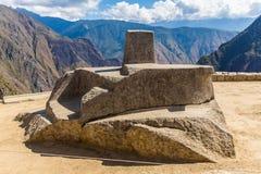 在马丘比丘的印加人墙壁,秘鲁,南美。多角形石工的例子。著名32个角度石头 免版税库存图片