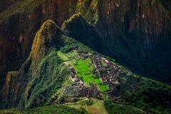 在马丘比丘/Huayna Picchu山的独特的鸟瞰图 免版税库存照片
