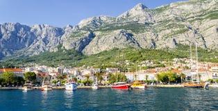 在马卡尔斯卡的看法在达尔马提亚,克罗地亚 免版税库存照片