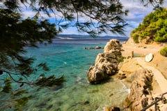 在马卡尔斯卡里维埃拉的偏僻的海滩 图库摄影