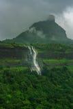 在马哈拉施特拉,印度的瀑布 免版税图库摄影