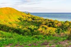 在马娜海岛上的日落在斐济 免版税库存照片