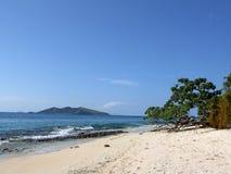 在马娜海岛上的离开的海滩 免版税库存照片