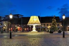 在马尔摩,瑞典Lilla Torg广场的巨型灯  库存图片