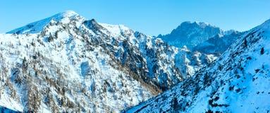 在马尔莫拉达山山,意大利的冬天视图。 免版税库存照片