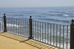 在马尔韦利亚散步的扶手栏杆  免版税库存图片