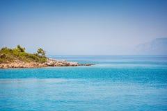 在马尔马里斯港附近的爱琴海海岛 免版税图库摄影