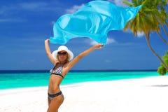 在马尔代夫的比基尼泳装模型 库存照片