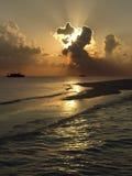在马尔代夫的热带天堂靠岸 库存照片