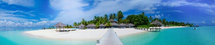 在马尔代夫的热带海岛全景视图 免版税库存照片