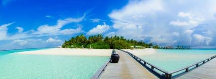 在马尔代夫的美好的热带海岛全景视图 免版税库存照片