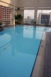 在马尼拉池游泳之上 免版税库存图片