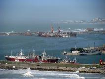 在马德普拉塔口岸的货船 库存图片