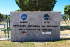 在马德里外层空间通信Compl的美国航空航天局和INTA商标 免版税库存照片