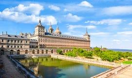 在马德里,西班牙附近的埃斯科里亚尔修道院宫殿 库存照片