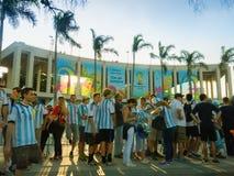 在马拉卡纳体育场-巴西世界杯足球赛的阿根廷爱好者 库存照片