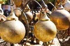 在马拉喀什souq的摩洛哥金属灯笼灯 免版税库存照片