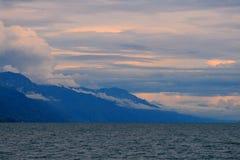 在马拉维湖(湖Nyasa)的日落 免版税库存图片