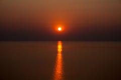 在马拉维湖的红色日出 库存图片