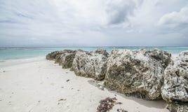 在马提尼克岛海湾的岩石 库存照片