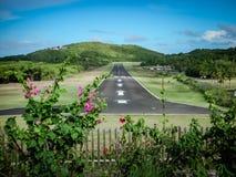 在马斯蒂克岛海岛上的简易机场 免版税库存图片