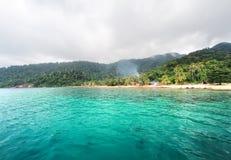 在马来西亚、和平和喜悦的Tioman海岛海滩 免版税库存照片