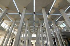 在马来西亚全国清真寺Masjid Negara的亦称柱子 免版税库存图片