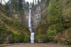 在马特诺玛瀑布的观点在波特兰或美国 库存图片