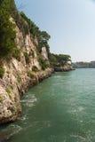 在马略卡东海岸的峭壁  库存图片