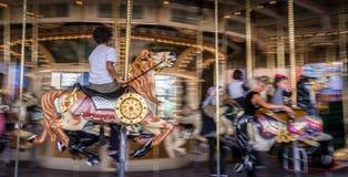 在马的孩子在老法国转盘 库存图片
