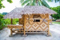 在马的竹小屋穿上鞋子缅甸的海岛 库存图片
