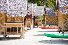 在马的竹小屋穿上鞋子缅甸的海岛 免版税图库摄影