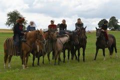 在马的车手在历史服装 库存图片