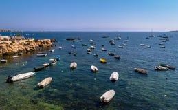 在马耳他海湾的小船 免版税库存照片