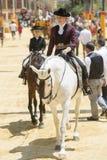 在马背上亚马逊在公平的赫雷斯 库存照片