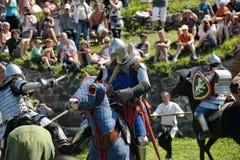 在马背上战斗的骑士 库存图片