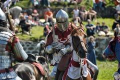 在马背上战斗的骑士 免版税图库摄影