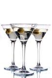 在马蒂尼鸡尾酒橄榄里面的玻璃 库存图片