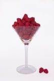 在马蒂尼鸡尾酒玻璃的莓 图库摄影