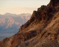 在马赛克峡谷,死亡谷国家公园,加利福尼亚的傍晚光 图库摄影