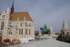 在马赛厄斯churc屋顶的陶瓷砖  库存图片