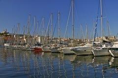 在马赛旧港口的游艇  免版税图库摄影