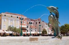 在马里Losinj的海豚喷泉 免版税库存图片