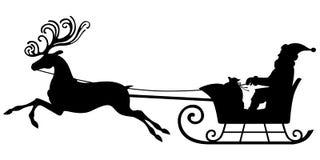 在驯鹿雪橇的圣诞老人骑马 免版税库存照片