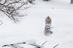 在驱动的雪清洁 免版税库存图片