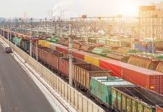 在驻地的货物无盖货车 免版税库存照片