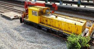 在驻地的黄色铁路起重机在台湾 库存照片